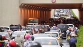 Thu phí ô tô có giảm ùn tắc?