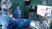 Lần đầu tiên ứng dụng robot trong phẫu thuật u não