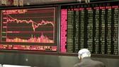 """""""Núi nợ"""" đè tăng trưởng toàn cầu"""