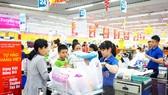 Nhiều mặt hàng Việt giảm giá để ổn định thị trường