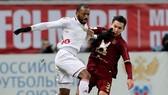 Tiền đạo Eder (trái) trong màu áo Lokomotiv Moscow. Ảnh: Getty Images.