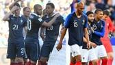 Pháp cách đây 4 năm với Benzema (trái) và Pháp bây giờ với Mbappe trẻ trung (phải)