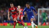 Eden Hazard sẽ thể hiện tài năng của mình trước ông thầy mới.