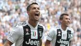 Ronaldo ăn mừng bàn thắng đầu tiên ở Serie A