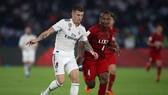 Toni Kroos đ0i bóng qua hậu vệ Kashima Antlers