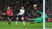 Son Heung-min ghi bàn vào lưới Southampton