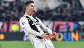 Ronaldo ăn mừng bàn thắng thứ 3 theo kiểu của Diego Simeone.