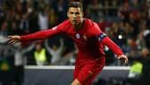 Cristiano Ronaldo ghi hattrick trong trận bán kết