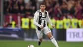 Sarri hứa giúp Ronaldo phá kỷ lục ghi bàn Serie A