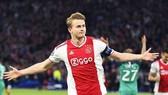 Sang Juventus, De Ligt nhận lương khủng - gấp đôi De Jong ở Barca