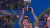 Vượt xa Messi và Ronaldo, Dani Alves ghi kỷ lục thắng 40 danh hiệu