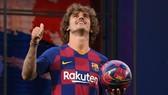 Griezmann nghĩ Barcelona đang xây dựng đội hình giống như video game