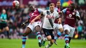 Harry Kane vượt qua cả hàng thủ Aston Villa để ghi bàn