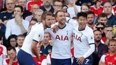 Arsenal - Tottenham 2-2 Lacazette và Aubameyang giúp Pháo thủ lội ngược dòng