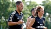 Hazard sắp trở lậi nhưng Modric lại dính chấn thương