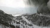 Khu trượt tuyết ở Agatsuma, tỉnh Guma, bị khói đen của núi lửa bao phủ. Nguồn: japan news