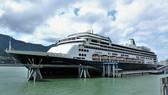 Du thuyền Zaandam cập cảng ở thành phố Juneau. Ảnh: KTOO