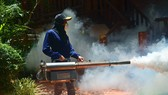 Phun thuốc diệt ấu trùng của muỗi ở Bangkok. Ảnh: THAILAND DISCOVERY