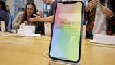 Điện thoại iPhone X bị phát hiện một số lỗi liên quan đến màn hình (Ảnh : Reuters)