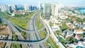 Xa lộ Hà Nội - cửa ngõ khu Đông đang được đầu tư bài bản về cơ sở hạ tầng.  Ảnh: VIỆT DŨNG
