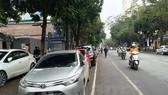Nhu cầu gửi xe ôtô của Hà Nội là rất lớn khi lượng phương tiện gia tăng nhanh chóng trong khi quỹ đất dành cho bãi đỗ xe quá ít.