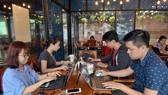 Không gian làm việc mở ở SIHUB đang thu hút rất nhiều bạn trẻ đến làm việc - Ảnh: DUYÊN PHAN