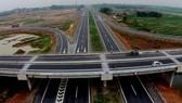 Hôm nay Chính phủ trình Quốc hội chủ trương xây dựng một số đoạn đường bộ cao tốc trên tuyến Bắc - Nam phía Đông giai đoạn 2017-2020. Ảnh: C.T.V
