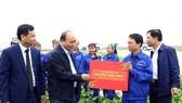 Áp dụng mạnh mẽ khoa học và công nghệ vào sản xuất nông nghiệp