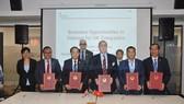 Lễ kỹ MoU hợp tác giữa Hiệp hội doanh nghiệp Anh tại Việt Nam với Cục Ngoại vụ, Bộ Ngoại giao và các tỉnh Lạng Sơn, Yên Bái và Đắk Lắk. (Ảnh: Đình Thư/Vietnam+)