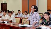 Đồng chí Thân Thị Thư, Ủy viên Ban Thường vụ, Trưởng Ban Tuyên giáo Thành ủy TPHCM phát biểu trao đổi tại lớp bồi dưỡng. Ảnh: VIỆT DŨNG