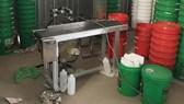 Bắt 6 đối tượng sản xuất dầu nhớt giả