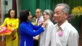 Các quận 10, 11, Tân Phú trao Huy hiệu Đảng đợt 3-2-2018