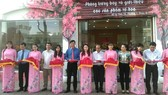 Nghi lễ cắt băng khánh thành Phòng trưng bày và giới thiệu các sản phẩm về hoa