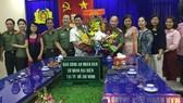 Phó Chủ tịch UBND TPHCM Huỳnh Cách Mạng chúc mừng Cơ quan đại diện Báo Công an Nhân dân. Ảnh: Kiều Phong