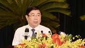 Chủ tịch UBND TPHCM Nguyễn Thành Phong phát biểu tại kỳ họp, chiều 6-12-2018. Ảnh: VIỆT DŨNG