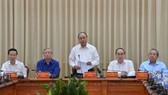 Thủ tướng Nguyễn Xuân Phúc phát biểu trong buổi làm việc với TPHCM. Ảnh: VIỆT DŨNG