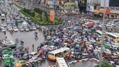 Kẹt xe tại nút giao thông Ô Chợ Dừa-Xã Đàn (Hà Nội)