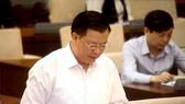 Bộ trưởng Bộ Tài chính Đinh Tiến Dũng trình bày báo cáo tại phiên họp
