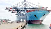 Mục tiêu của Nghị quyết 02/NQ-CP/2019 là nâng cao thứ hạng của Việt Nam trong các xếp hạng quốc tế của Ngân hàng Thế giới. Trong ảnh: Tàu vào bốc dỡ hàng tại khu cảng Cái Mép – Thị Vải. Ảnh: CAO THĂNG