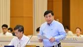 Bộ trưởng Bộ Kế hoạch và Đầu tư Nguyễn Chí Dũng trình dự án Luật Đầu tư theo hình thức đối tác công tư (PPP) tại phiên họp