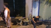 Nạn nhân bị bắn gục trước cửa nhà. Ảnh: P.A