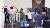 Khởi tố người tấn công kiểm sát viên, công an, phóng viên tại tòa án