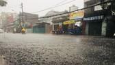 """Cơn mưa """"giải nhiệt"""" ở nhiều quận, huyện TPHCM trong dịp nghỉ lễ"""