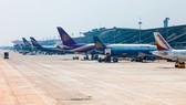 Phế thải rơi vãi uy hiếp an toàn bay tại sân bay Nội Bài