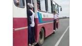 Xử lý nghiêm tài xế để học sinh đứng ở cửa khi xe đang chạy