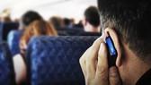 Chấn chỉnh việc sử dụng điện thoại khi máy bay cất hạ cánh