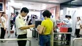 Bị phạt 7,5 triệu đồng do sử dụng giấy tờ tuỳ thân và thẻ lên máy bay của người khác