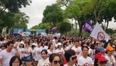 Hàng ngàn người tham gia đi bộ quanh Hồ Hoàn Kiếm sáng 12-5-2019