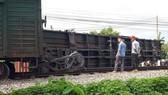 Tàu trật bánh tại Nam Định là do sai phạm của đường sắt