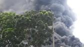 Cháy lớn tại nhà máy cạnh siêu thị Aeon Mall Long Biên